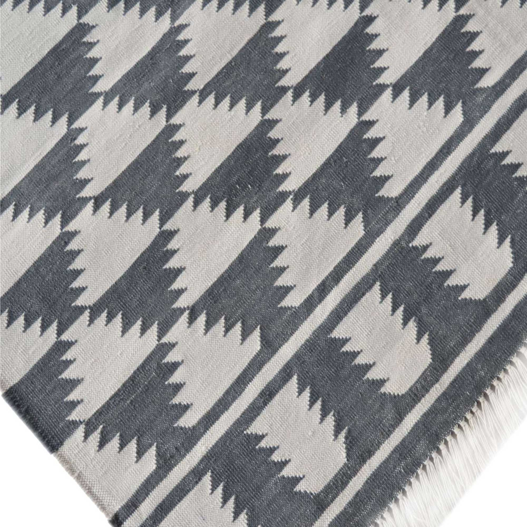 Picture of: Black White Abstract Diamond Pattern Rug Home Accessories Rugs