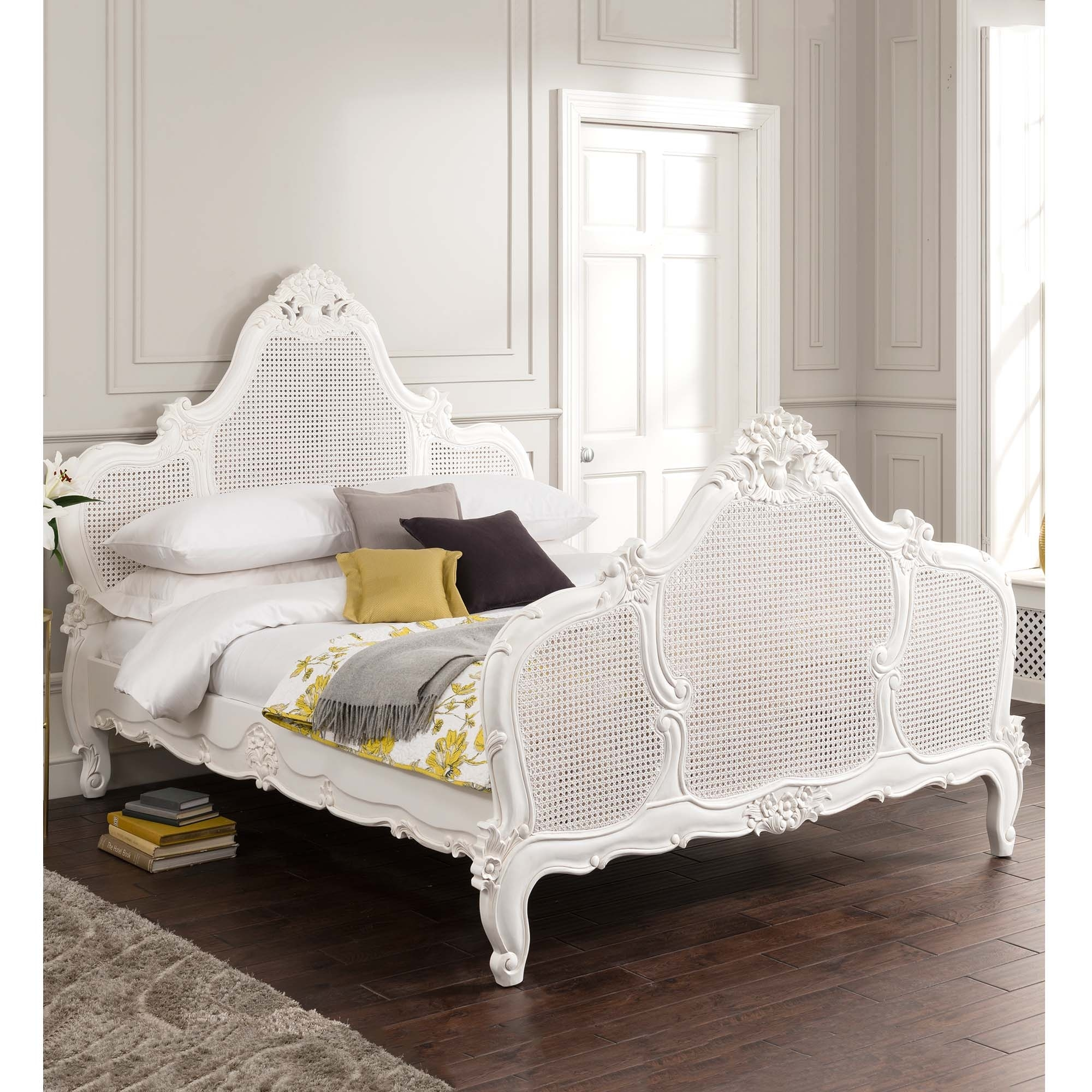 Versailles louis xv rattan antique french bed for Chambre style louis xv
