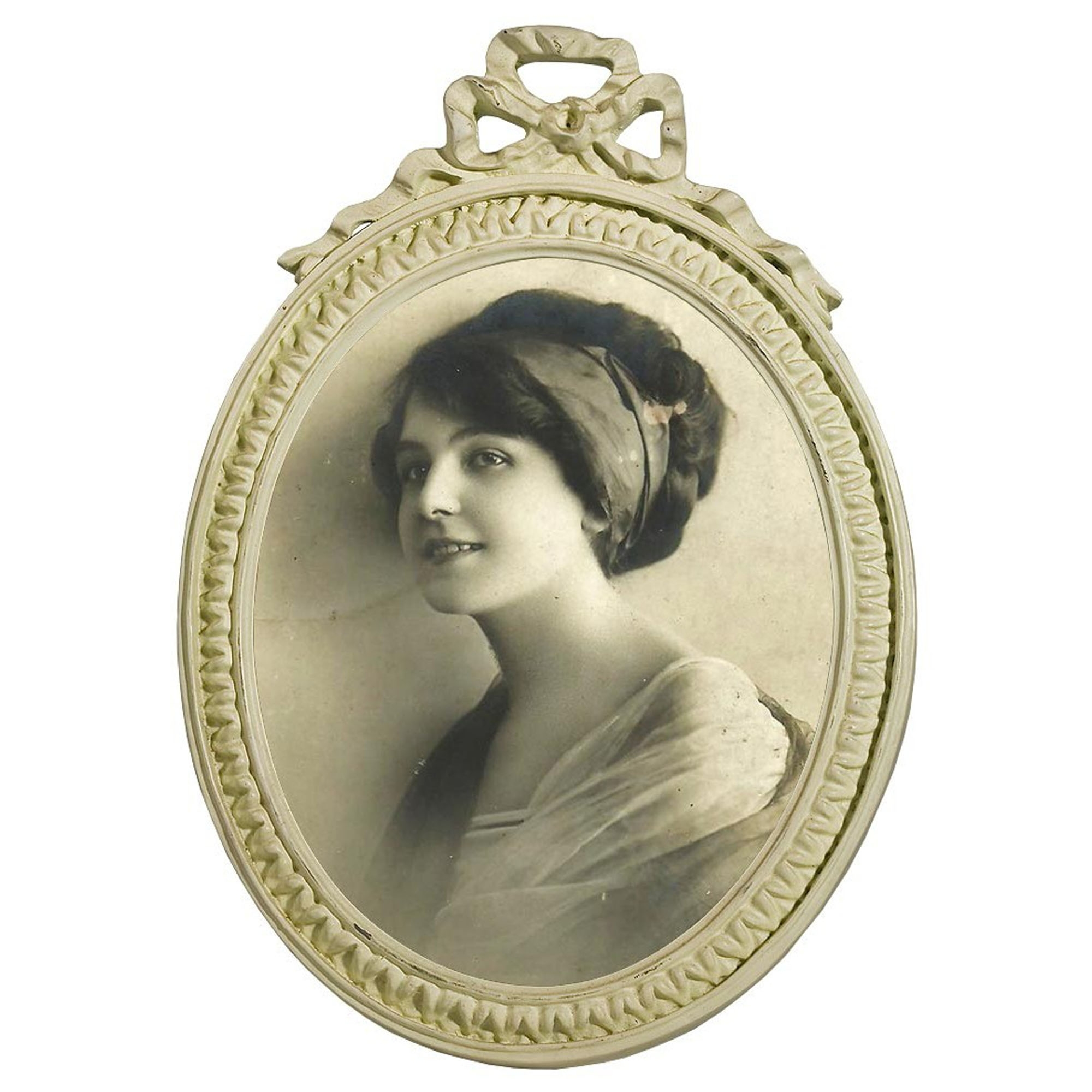 White Antique French Style Oval Photo Frame | Photo Frames
